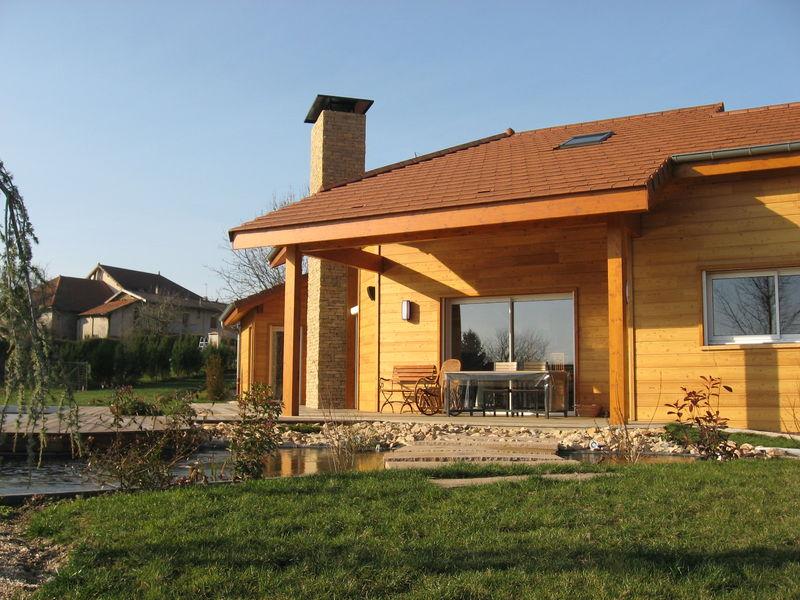 maison en bois et pierre affordable intrieurs with maison en bois et pierre fentres bois. Black Bedroom Furniture Sets. Home Design Ideas